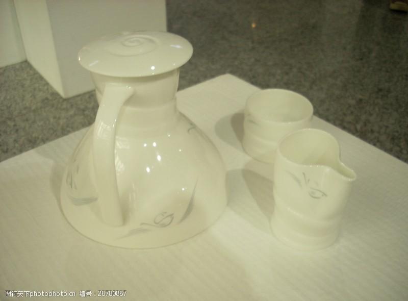 彩釉创意白瓷套件