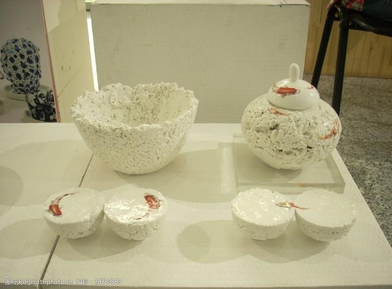 彩釉创意游鱼瓷器套件