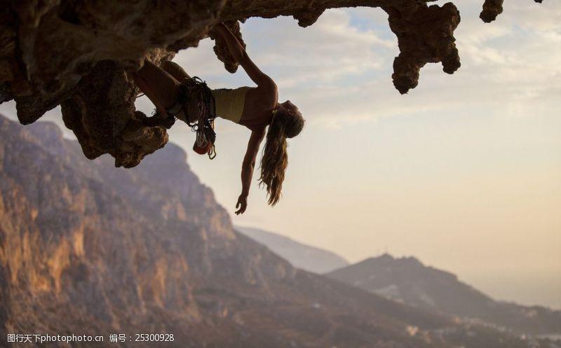 自然探险攀岩图片