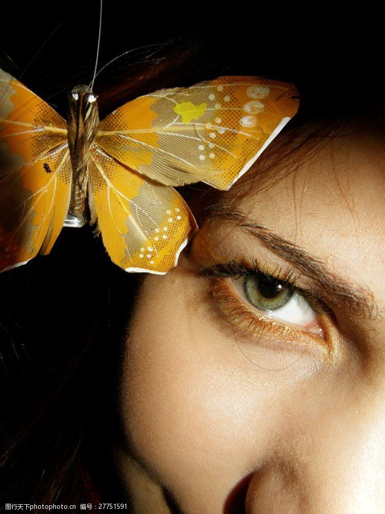 眼部特写蝴蝶与女性眼部图片