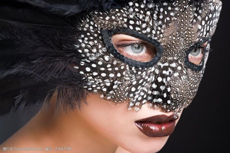 美丽佳人戴面具的浓妆美女图片