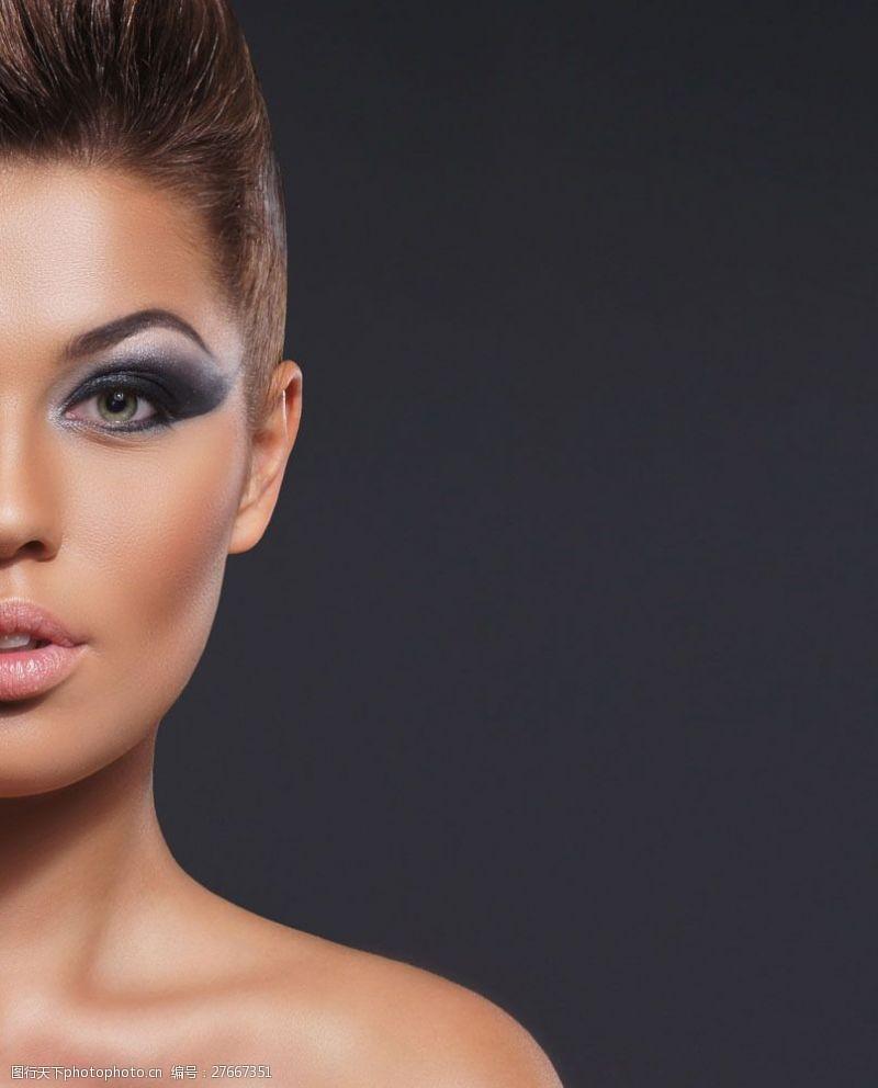 浓妆眼影浓妆美女模特图片