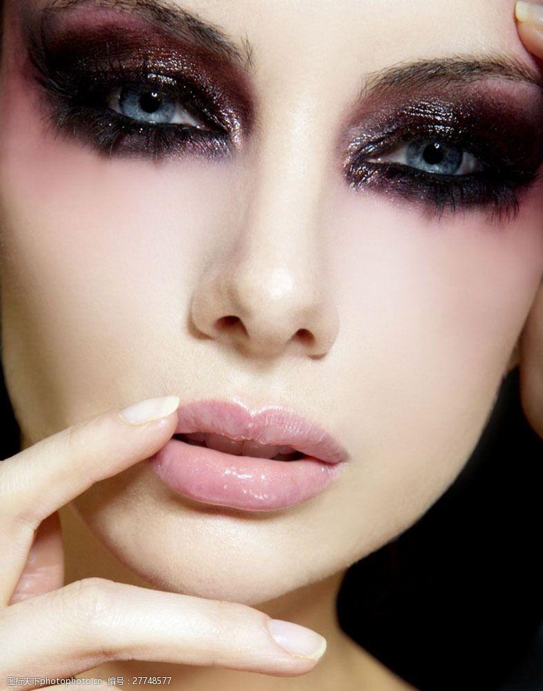 浓妆眼影彩妆模特美女图片