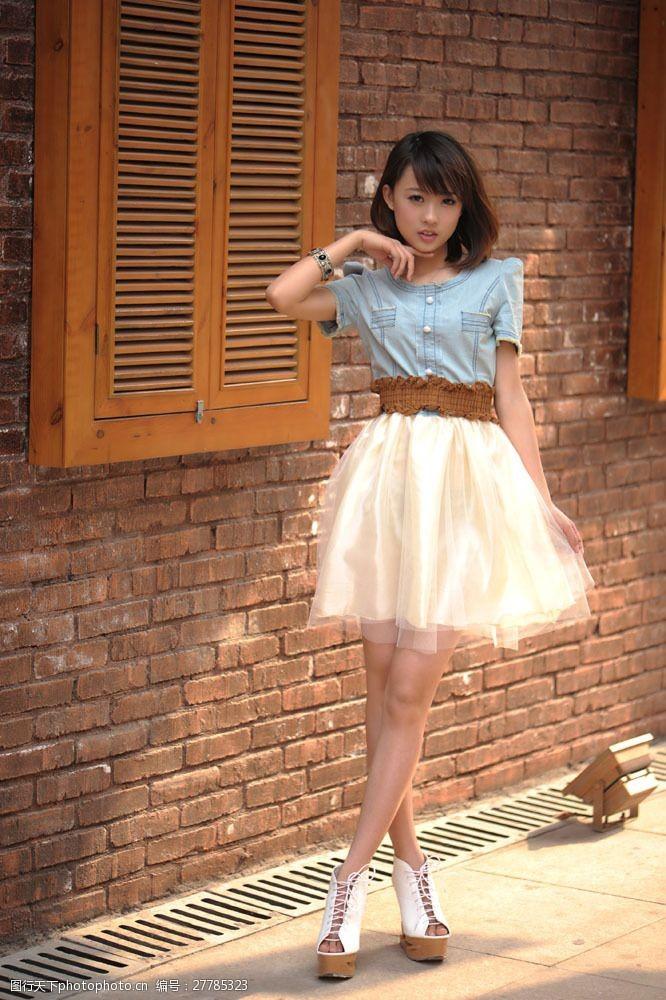雪纺短裙时尚女模图片