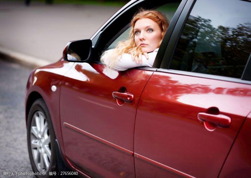 女性高清图片小车里面的美女图片