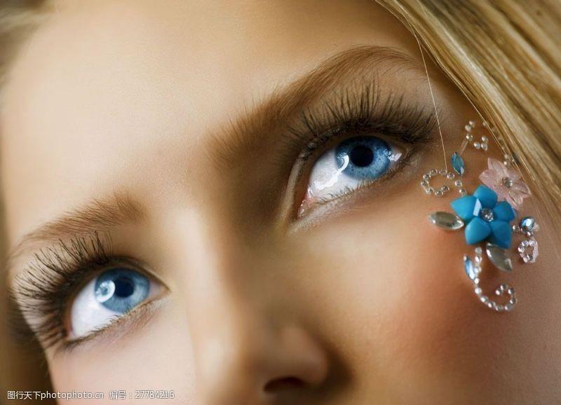 眼部特写蓝色双眼图片