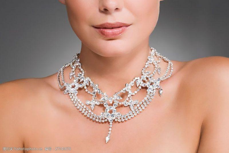 美容美体图片戴着珠宝的性感美女图片