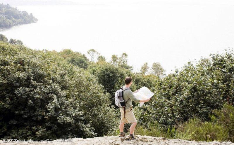 自然探险旅行者图片
