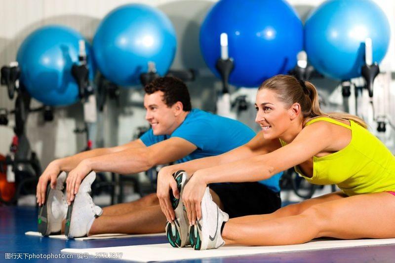 女性高清图片正在健身的外国男女图片