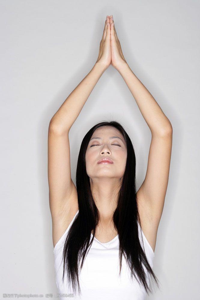 女性健康生活做瑜伽的女人图片