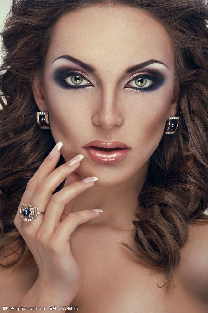 浓妆美女时尚美女面部特写图片