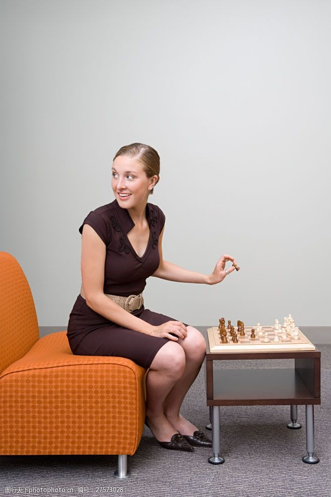 女性高清图片正在下象棋的女人图片