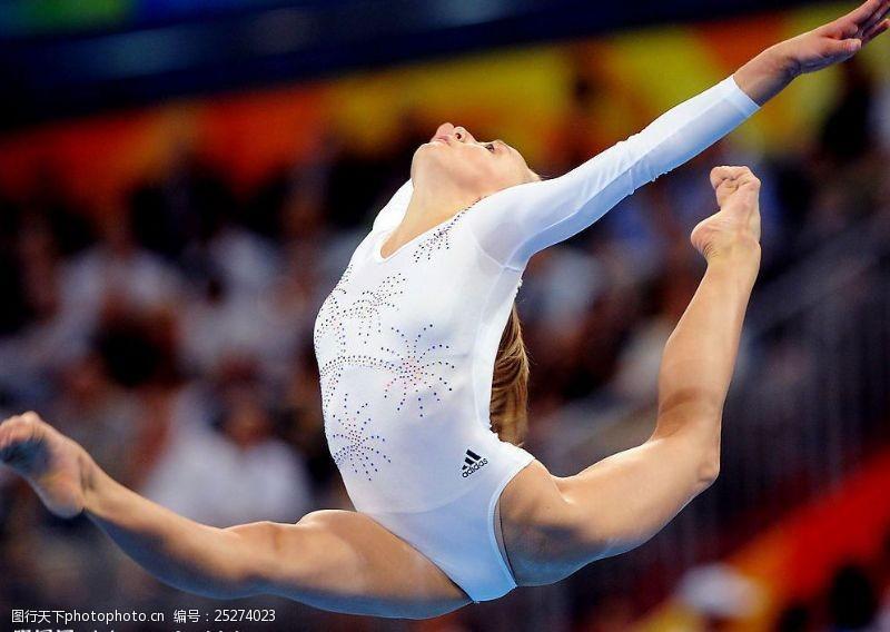 2008奥运美国体操美女柳金平衡木比赛图片