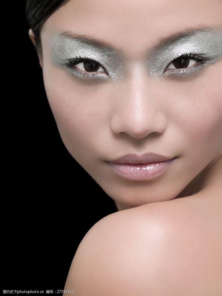 妩媚性感的浓妆美女面部图片