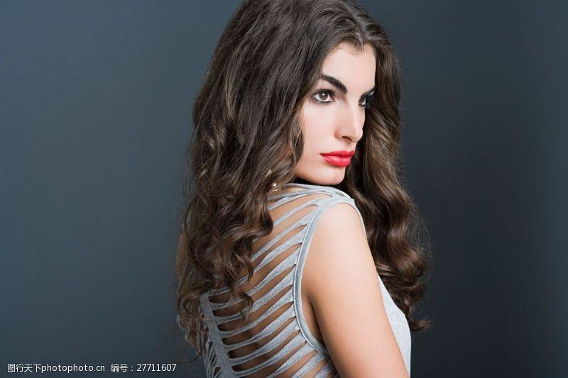 美丽佳人浓妆红唇时装模板美女图片