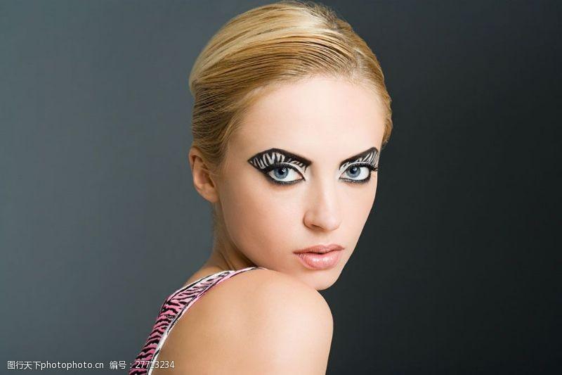 美丽佳人浓妆眼影大眼睛美女图片