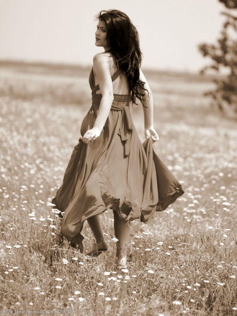 女生裙装灰色调美女写真图片