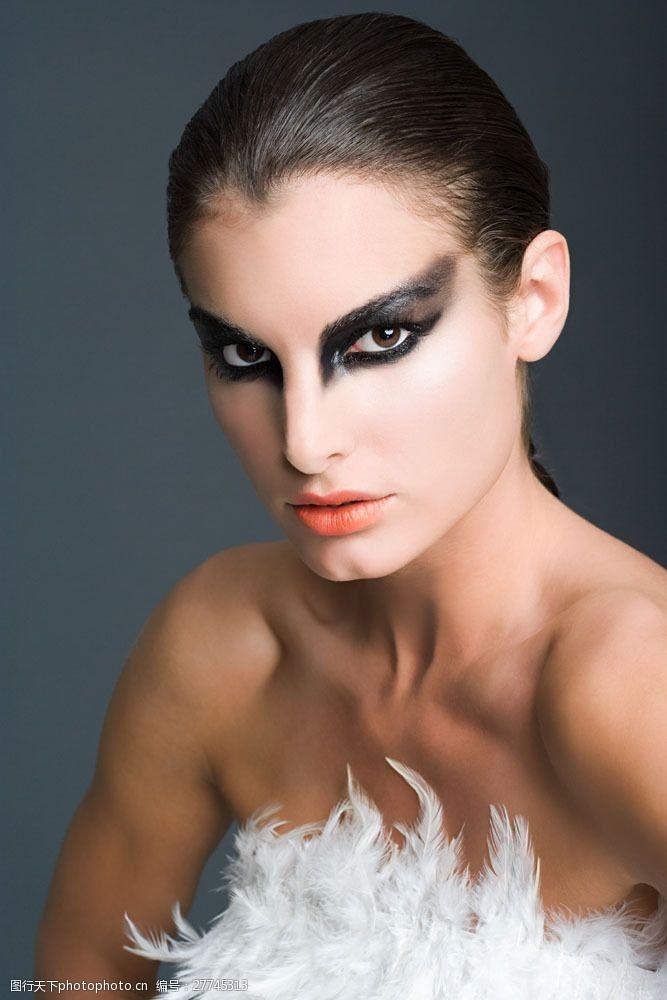 美丽佳人怪异装扮的外国美女图片