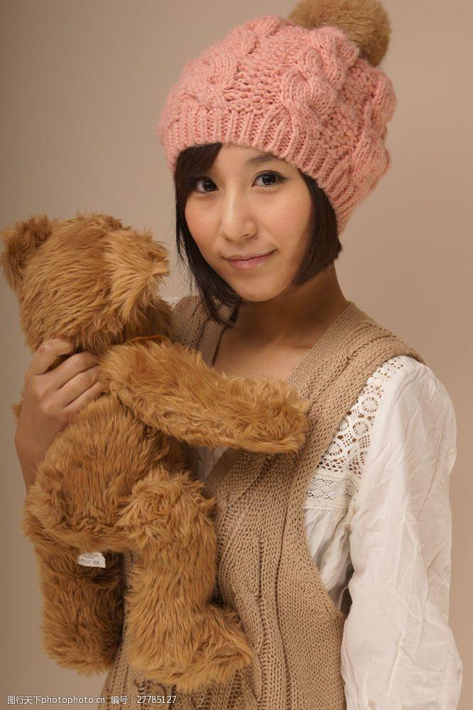 明星图片抱着熊的女孩图片