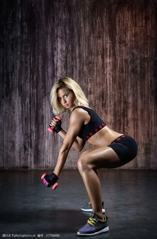 肌肉展示健身美女图片