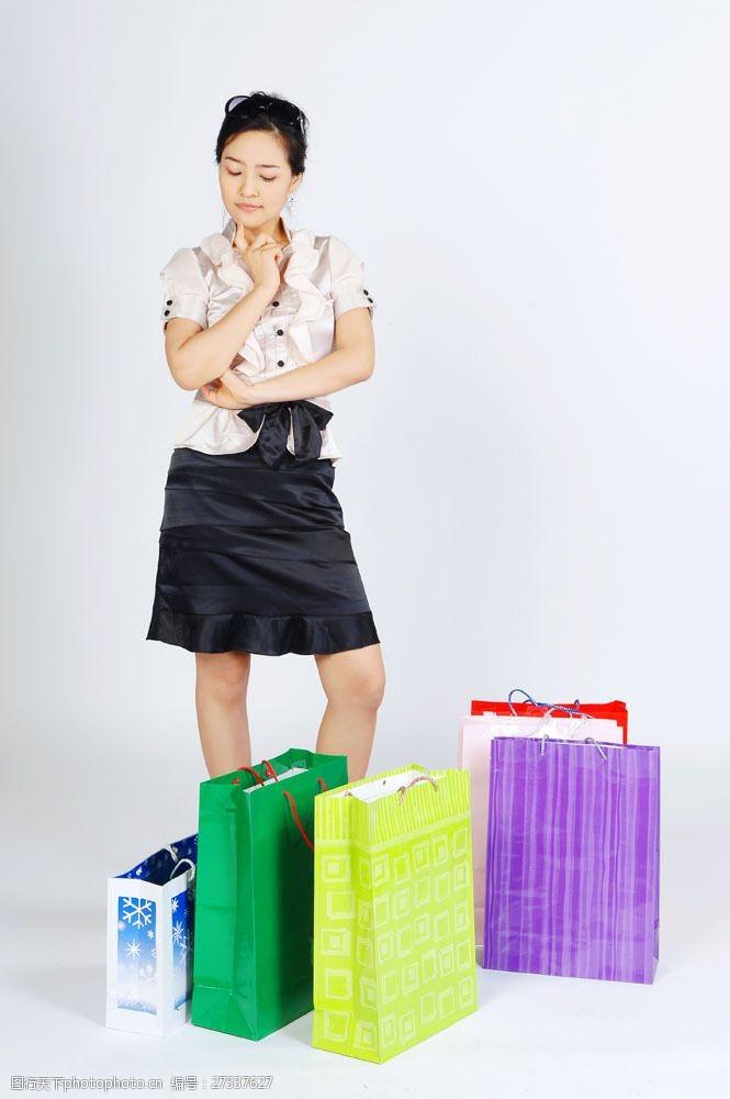化妆品高清图片思考需求购物女性图片