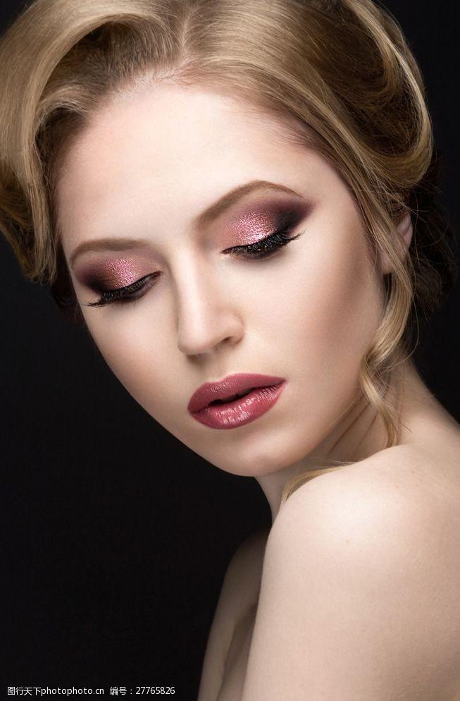 浓妆美女模特图片