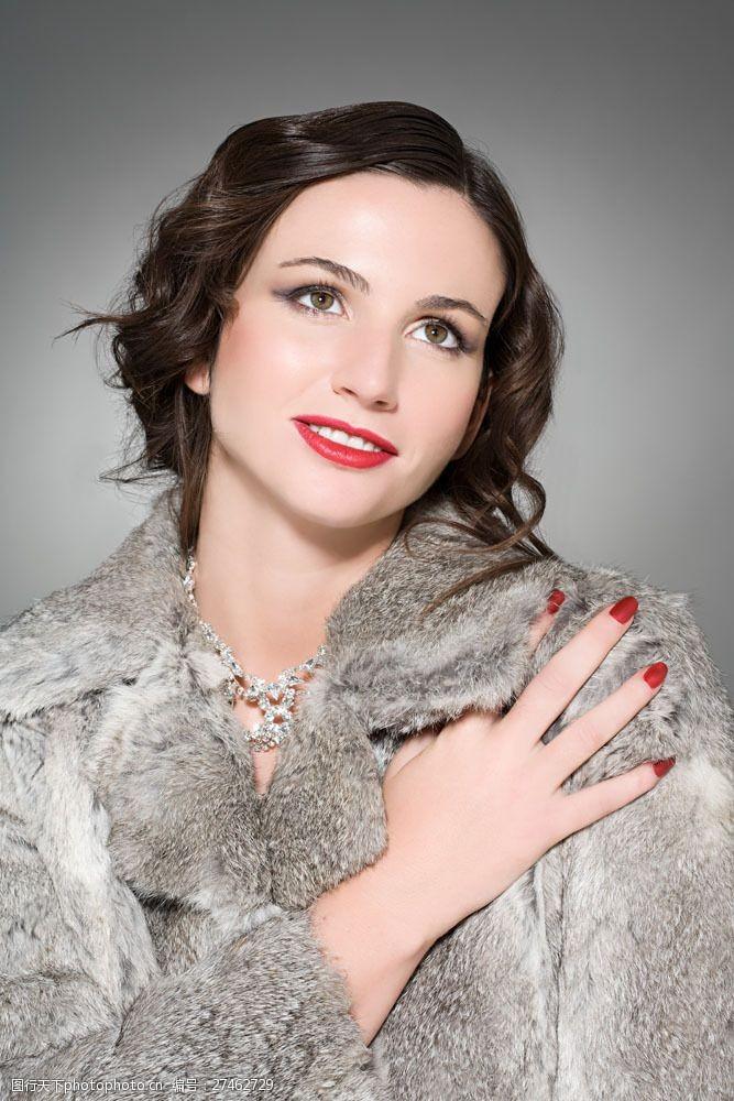 美容美体图片穿貂皮大衣的女模特图片