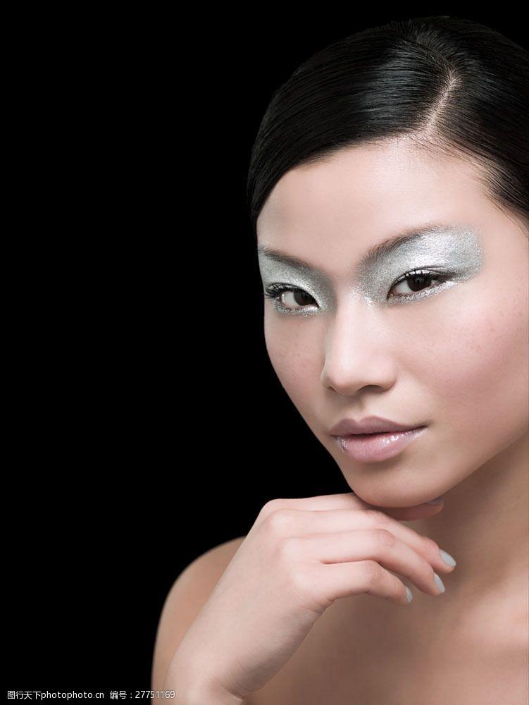 性感妩媚的浓妆美女面部图片