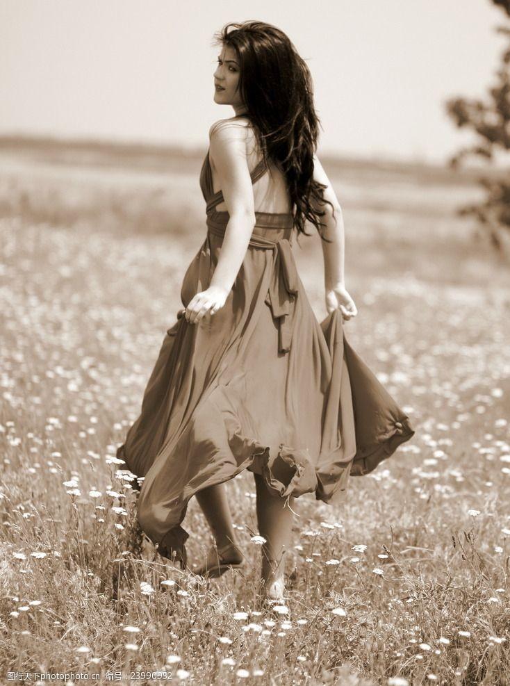 女生裙装灰色调美女