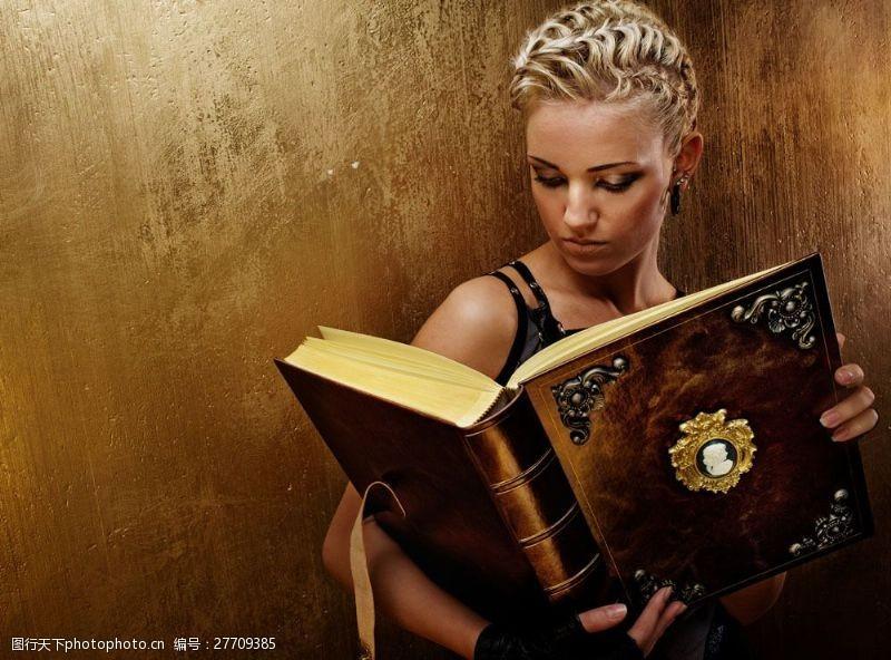 蒸气朋克看书的美女图片